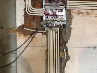 强、弱电路穿线施作
